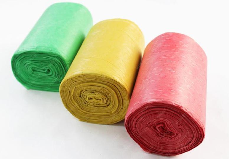 Bao đựng rác cuộn với 3 màu sắc xanh, đỏ, vàng